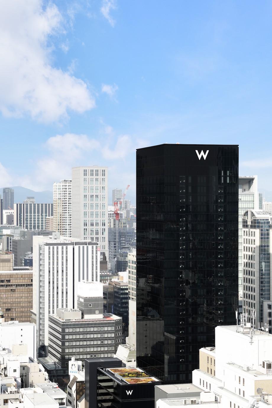 〈W Osaka〉外観