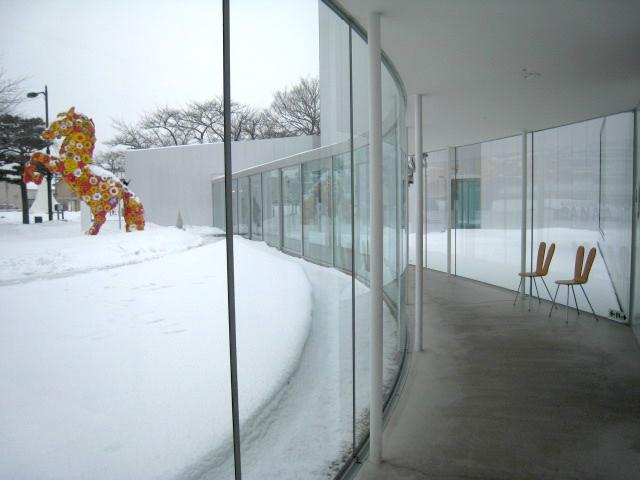 〈十和田市現代美術館〉館内フリースペース