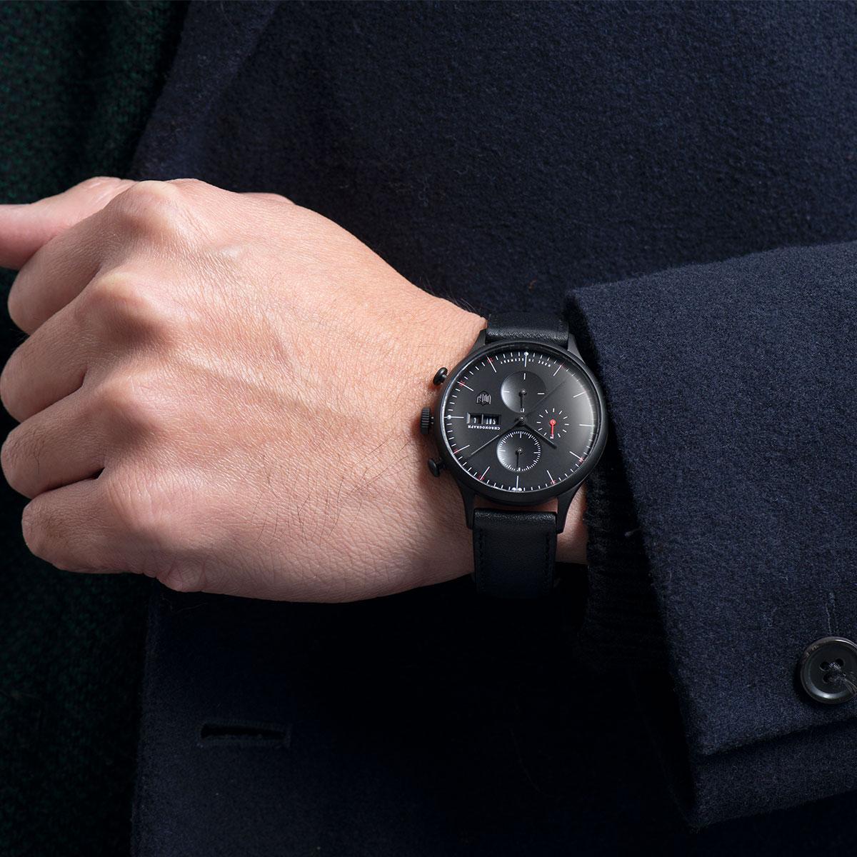 腕時計〈DUFA VAN DER ROHE BARCELONA CHRONOGRAPH(ファン・ デル・ローエ・バルセロナ・クロノ)〉