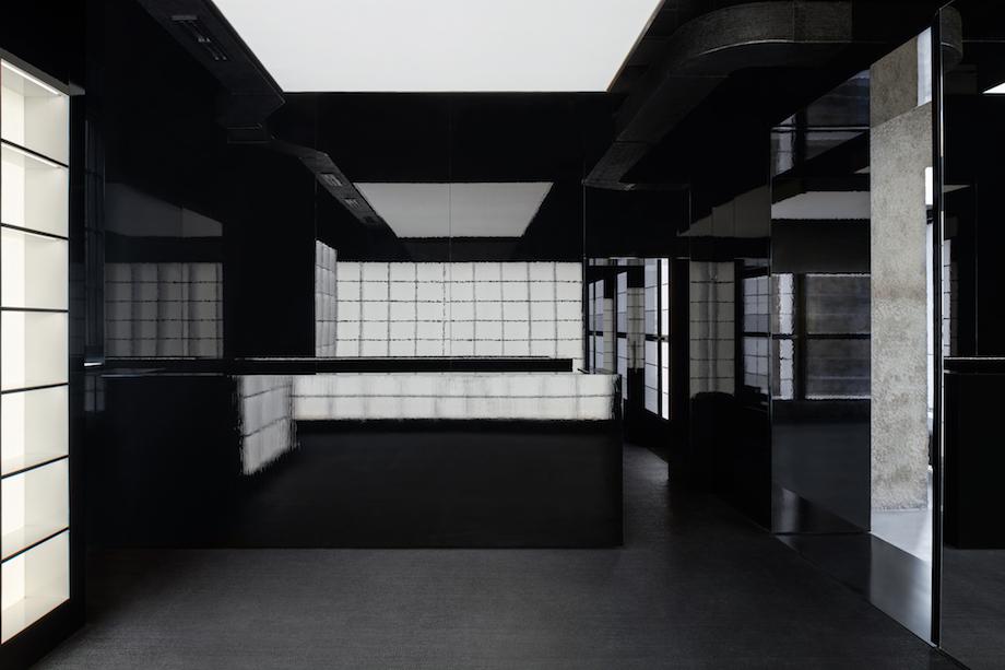 オニツカタイガー ミラノ旗艦店〈ONITSUKA TIGER MILAN〉