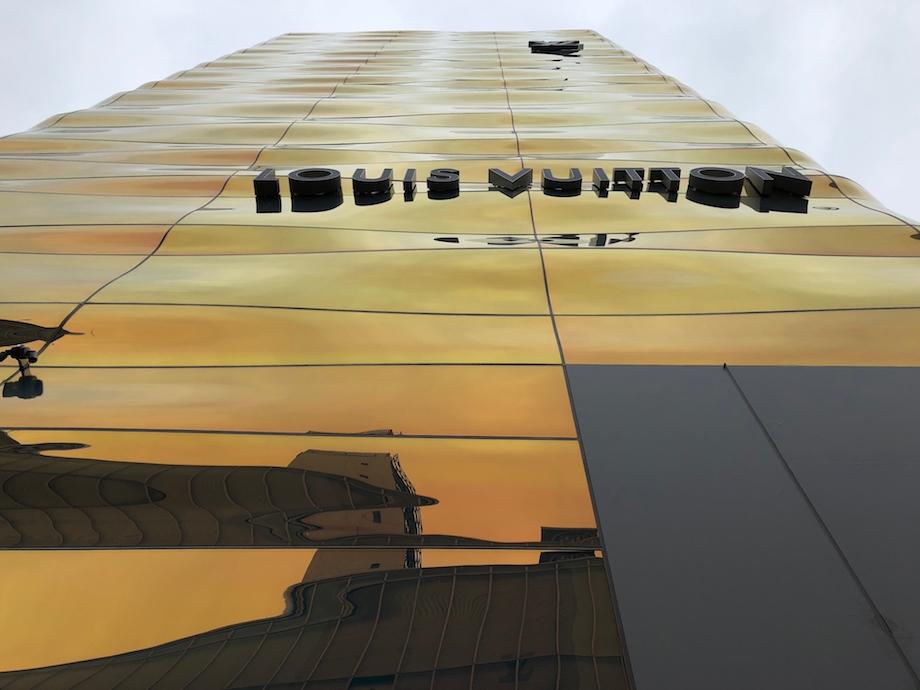 青木淳×ピーター・マリノ〈ルイ・ヴィトン 銀座並木通り店〉開業前 外観(2021.3. 5撮影)