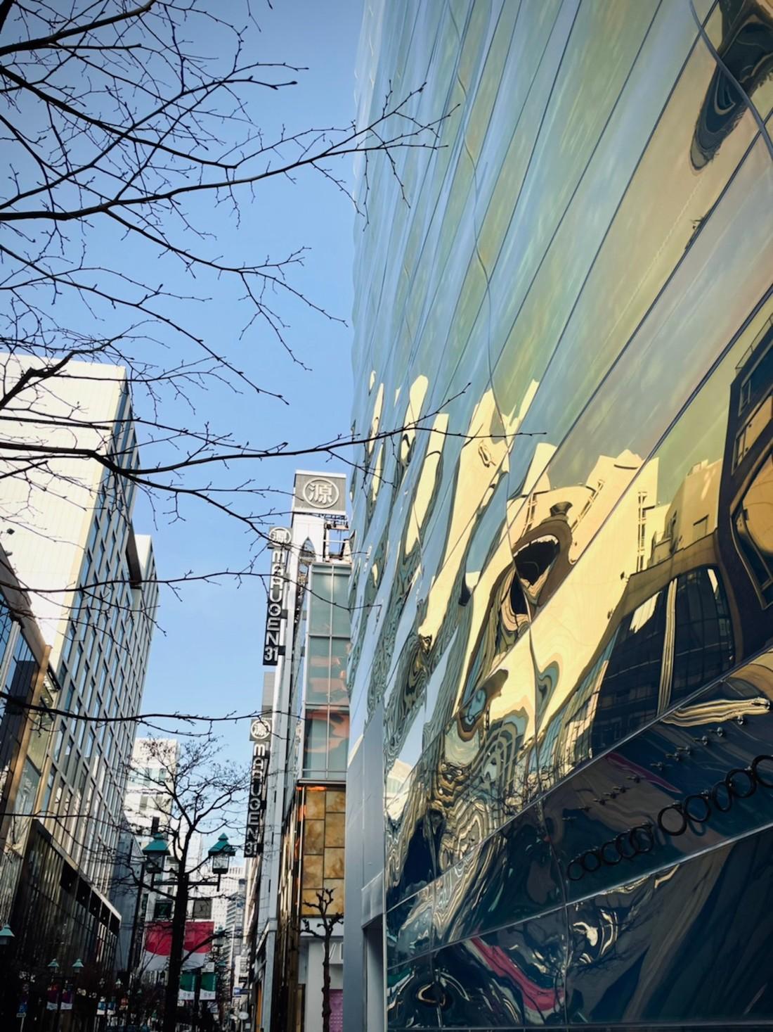 青木淳×ピーター・マリノ〈ルイ・ヴィトン 銀座並木通り店〉開業前外観(2021.2.13撮影)