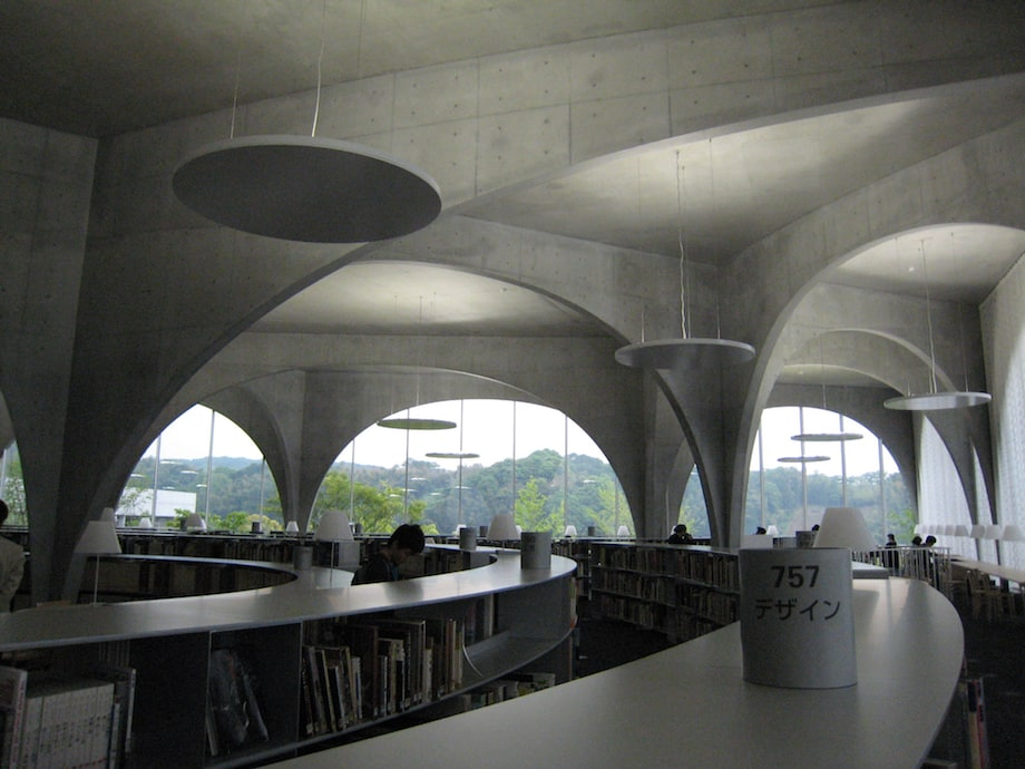 伊東豊雄建築設計事務所〈多摩美術大学図書館〉