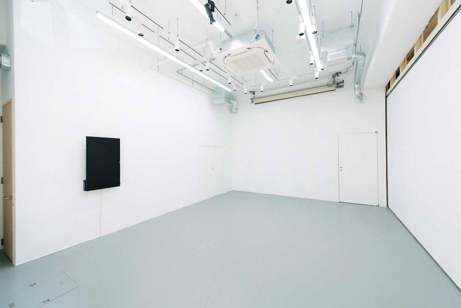 神田錦町〈神田ポートビル〉1F YUKAI「明るい写真館」スタジオ