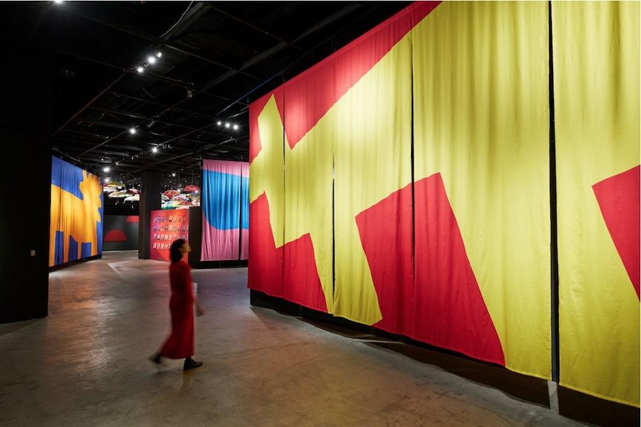 「鈴木マサルのテキスタイル展 色と柄を、すべての人に」会場風景
