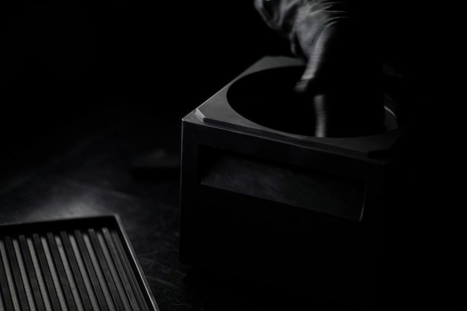 100%カーボン製キッチンルツール〈ANAORI kakugama〉