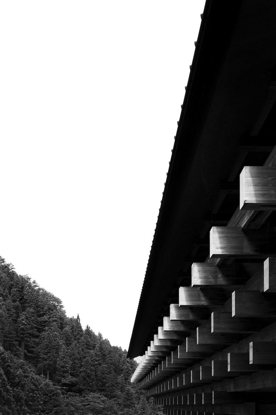 新刊 隈研吾著+瀧本幹也撮影『隈研吾 はじまりの物語 ゆすはらが教えてくれたこと』青幻舎 2021