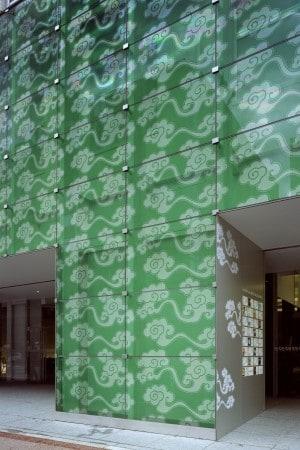 京都市下京区〈COCON KARASUMA〉ファサード