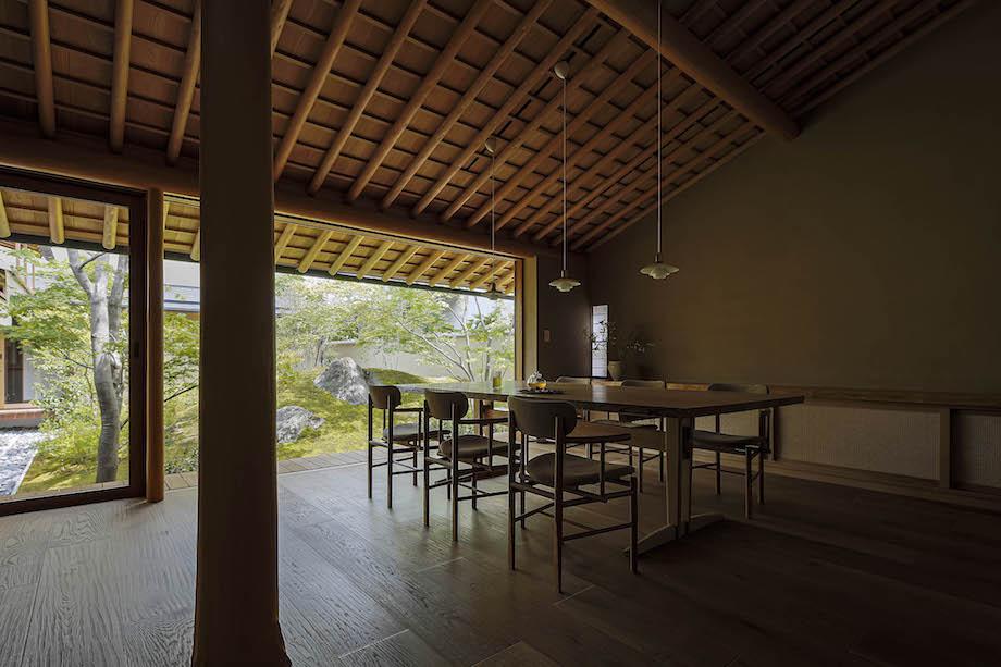 中村拓志&NAP建築設計事務所〈磐座の家〉リビングダイニング(2020)