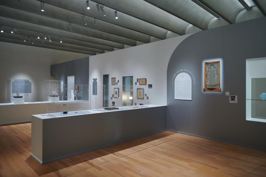 東京都庭園美術館「ルネ・ラリック リミックス—時代のインスピレーションをもとめて」新館ギャラリー1 会場風景