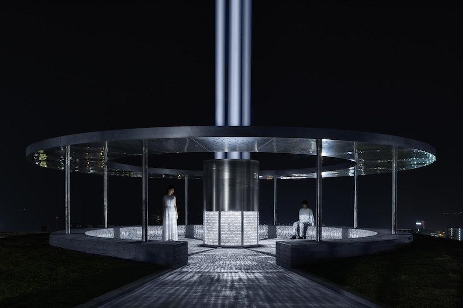 横須賀市平和中央公園 平和モニュメント「THE AXIS OF PEACE」